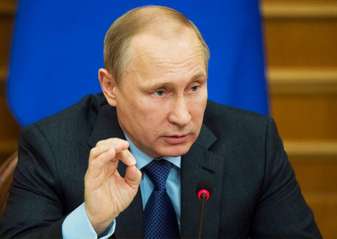 """Путин рассказал о """"мотивирующей"""" зарплате для медиков"""
