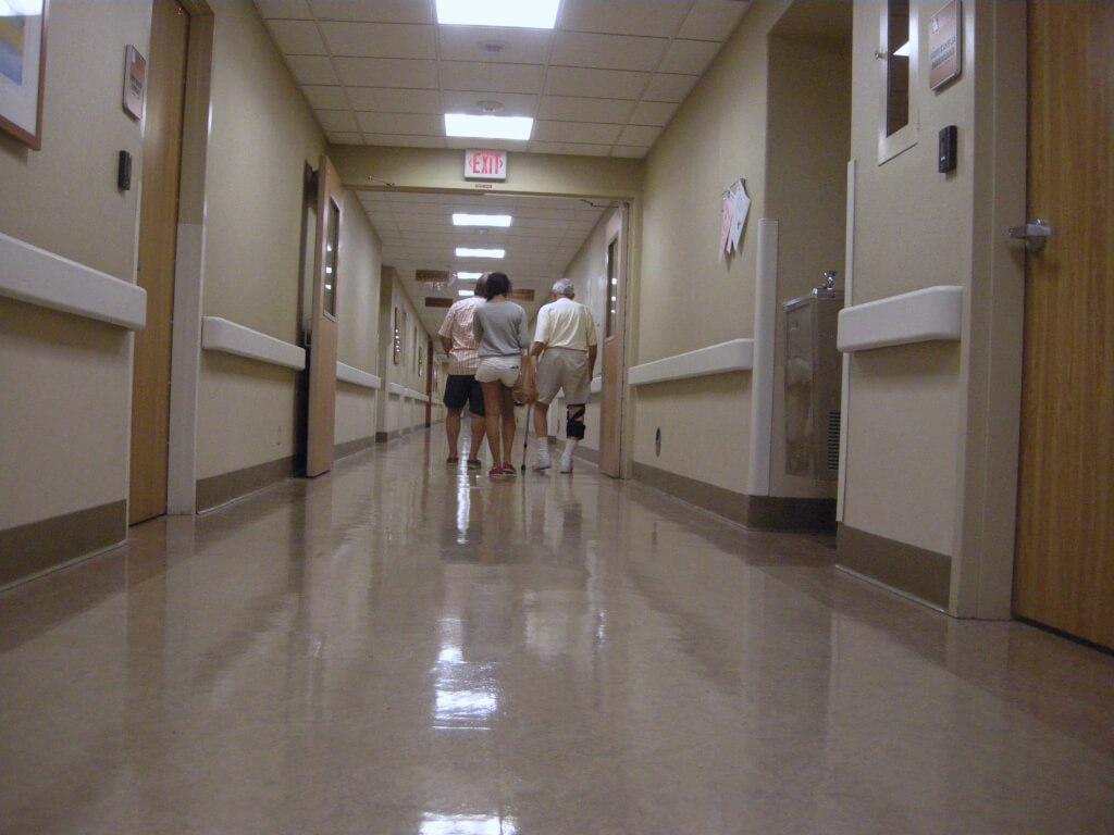 Смоленское здравоохранение продолжает все глубже залезать в долговую яму