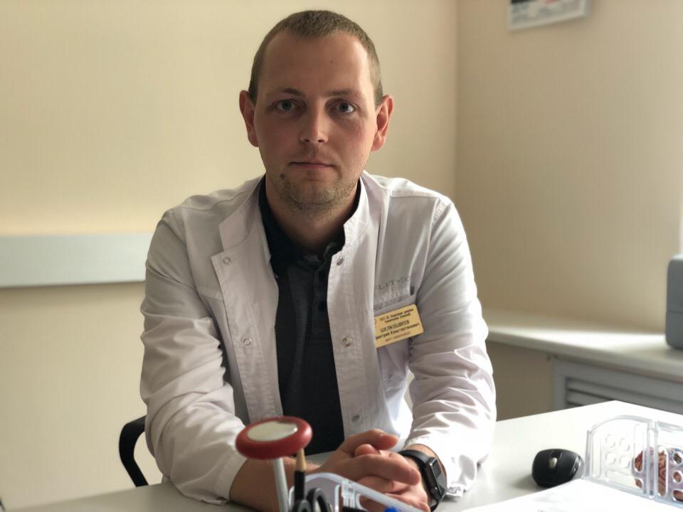 Врач-нейрохирург ярославской Областной детской больницы Дмитрий Шелкошвеев