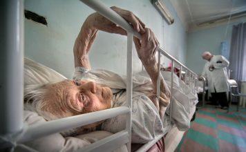 """""""Зачем здесь этот валежник?"""": о дискриминации стариков в больницах"""