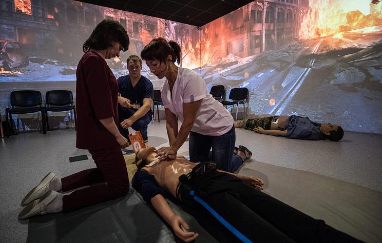 В больнице Боткина врачи учатся на роботах делать операции и принимать роды