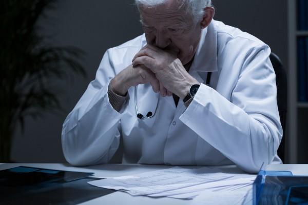 Более 80% врачей, вышедших на пенсию по льготным условиям, продолжают работать