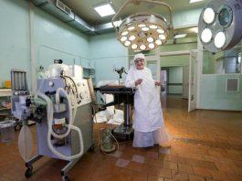 91-летний оперирующий хирург с 69-летним стажем Анна Лёвушкина