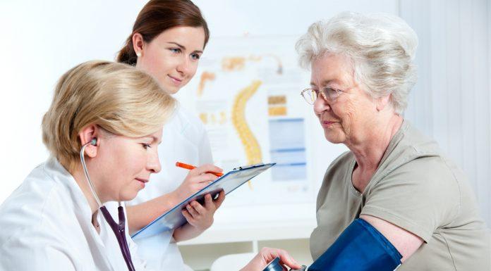 В челябинских поликлиниках планируют открыть кабинеты для пожилых людей
