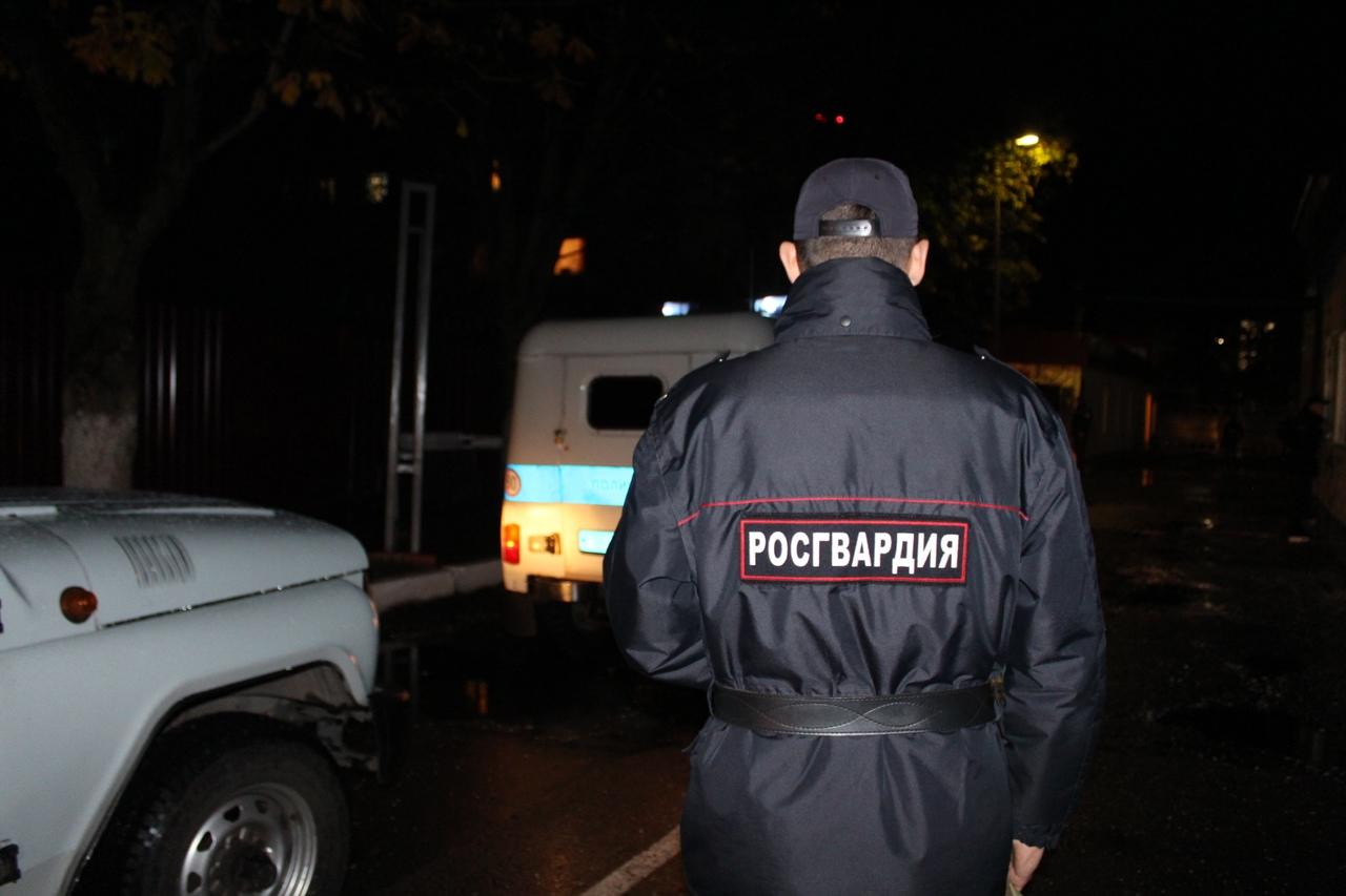 В Калининграде пенсионерка накинулась с топором на фельдшера скорой