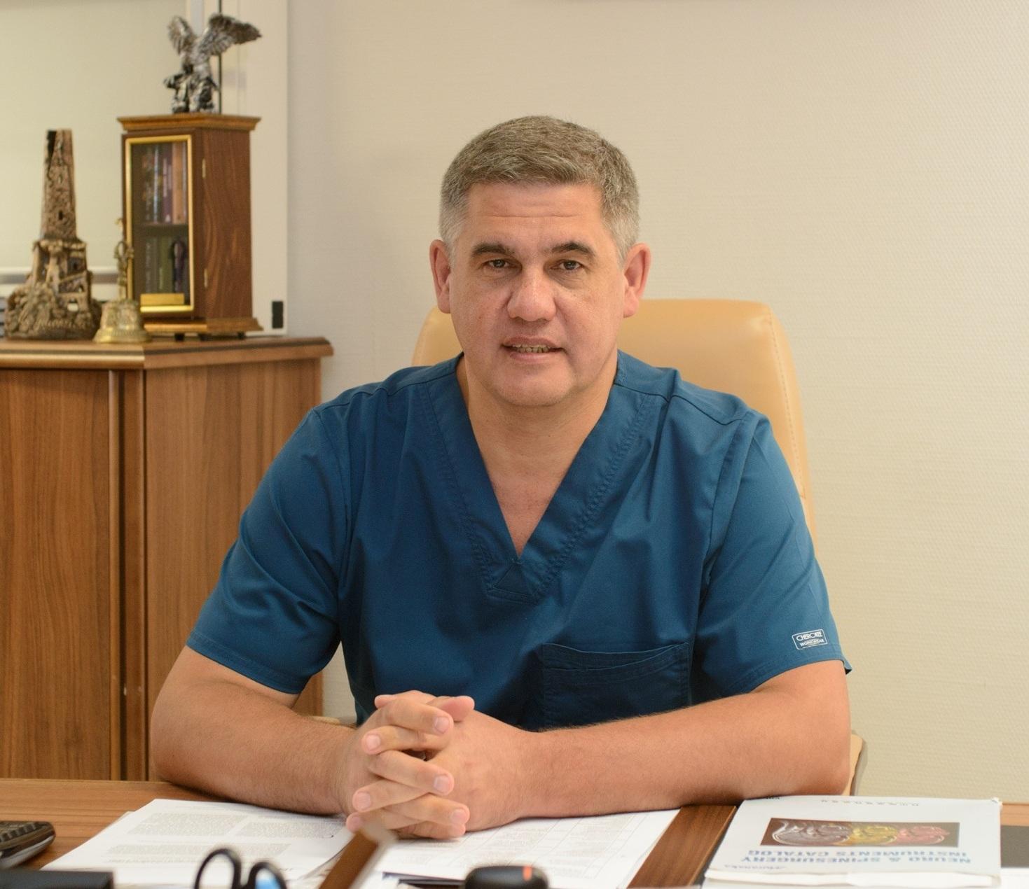 Врач-нейрохирург высшей категории, профессор, главный врач Федерального центра нейрохирургииМЗ РФ города ТюменьАльберт Суфианов
