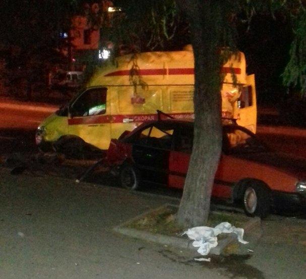 В Симферополе рейсовый автобус влетел в машину скорой: пострадали двое