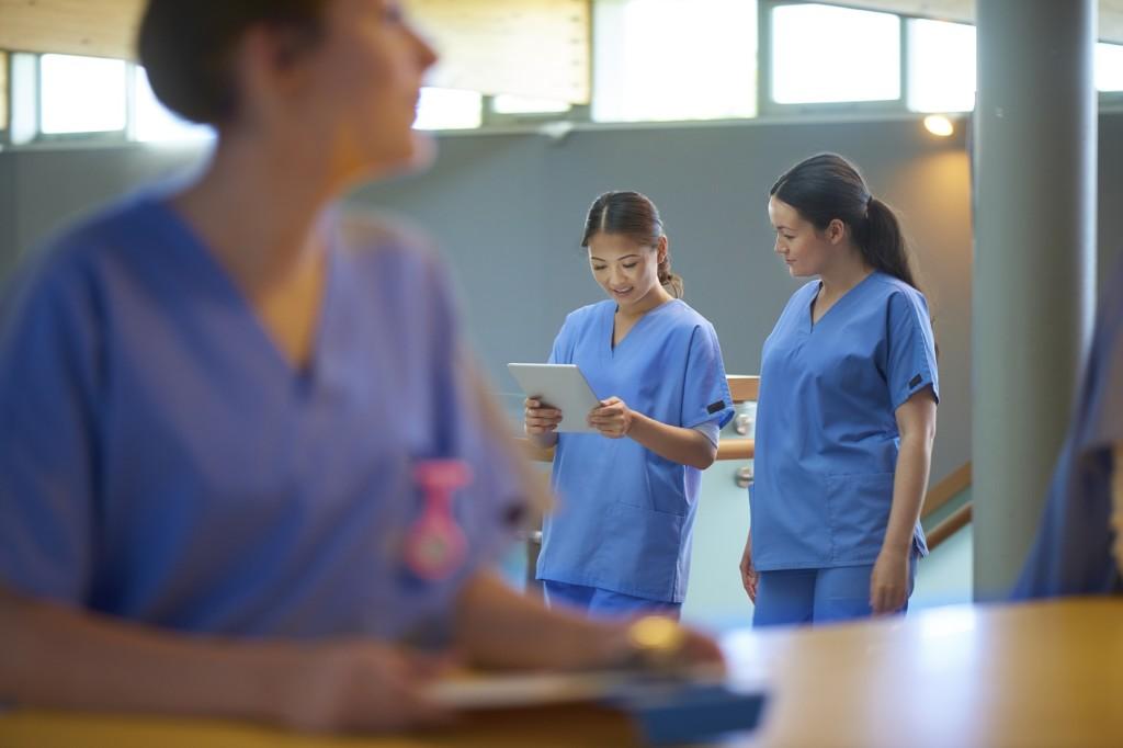 Свердловскую больницу заставили восстановить медсестру, уволенную за отказ работать уборщицей
