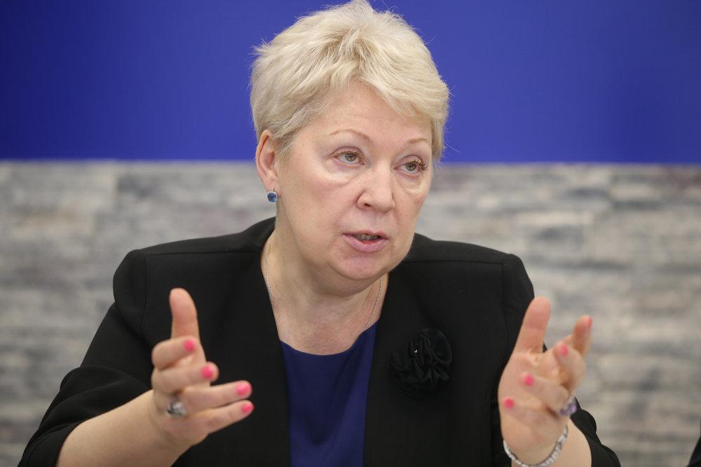 «Я далека от этой идеи»: Васильева выступила против усыновителей с ВИЧ