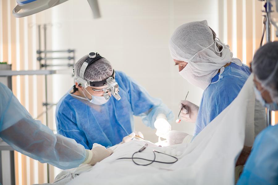 «Если пластический хирург косячит, разгребать за ним будет доктор на госокладе»
