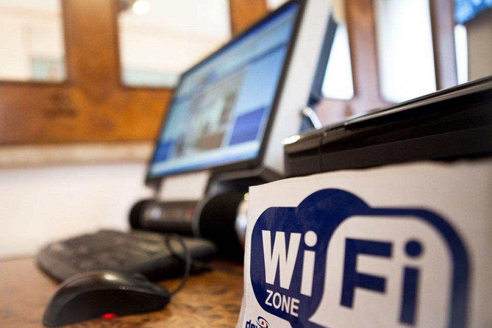 Депутат предложил запретить Wi-Fi в детских учреждения, объяснив это угрозой рака