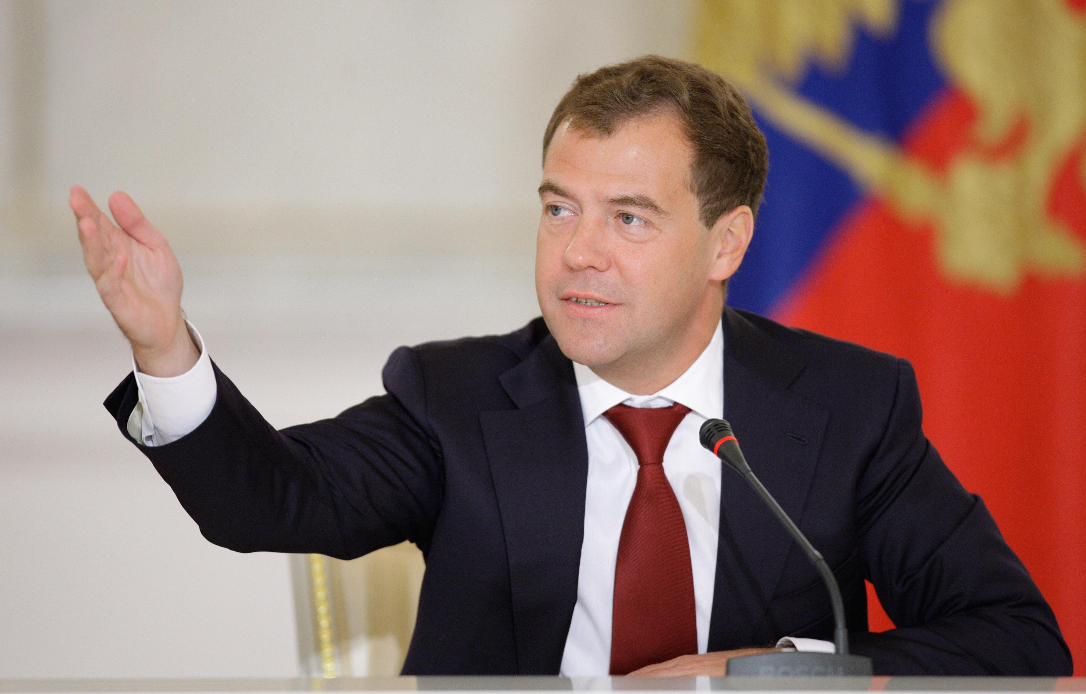 Медведев рассказал о планах к 2024 году довести укомплектованность врачами до 95%