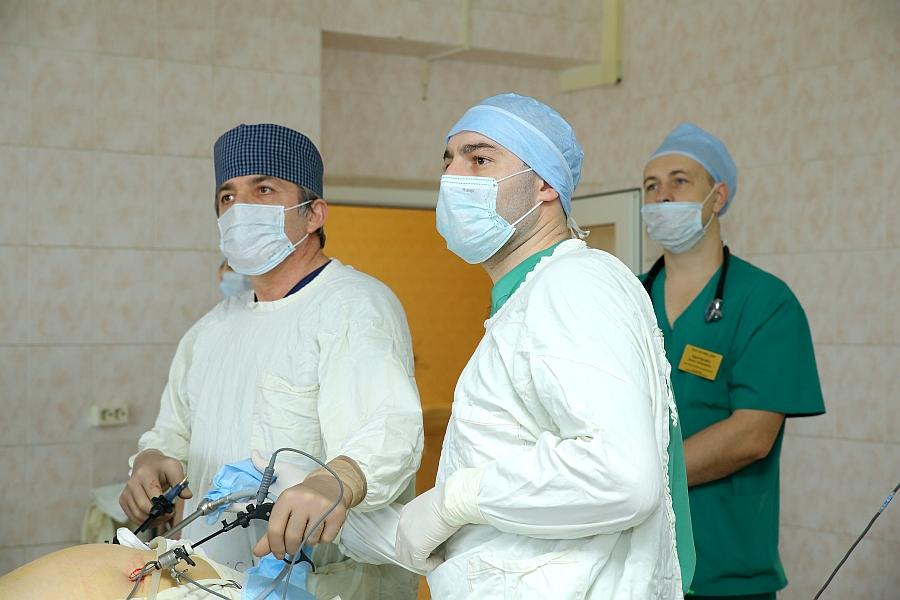 Московские врачи удалили пациентке огромную опухоль из брюшной полости