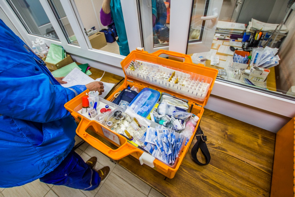 На Урале старшего фельдшера оштрафовали за полупустые чемоданы скорой помощи