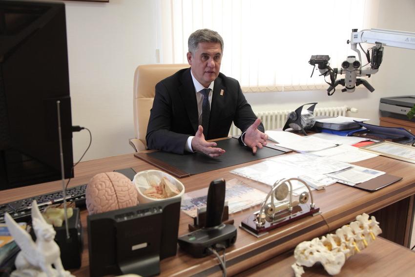 Нейрохирург: Нельзя бросить работу на середине - после наслибо сталь, либо шлак