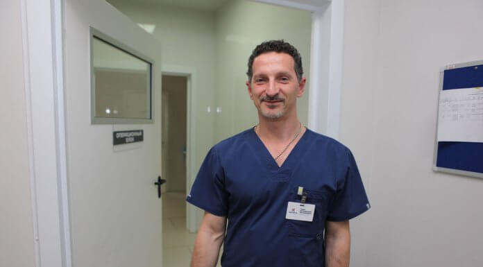 «Беру отпуск и еду»: пластический хирург из Ярославля бесплатно лечит детей по всему миру
