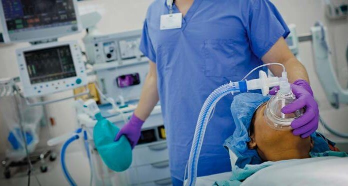 Пробуждение во время наркоза и передозировка им: Анестезиолог – о мифах профессии