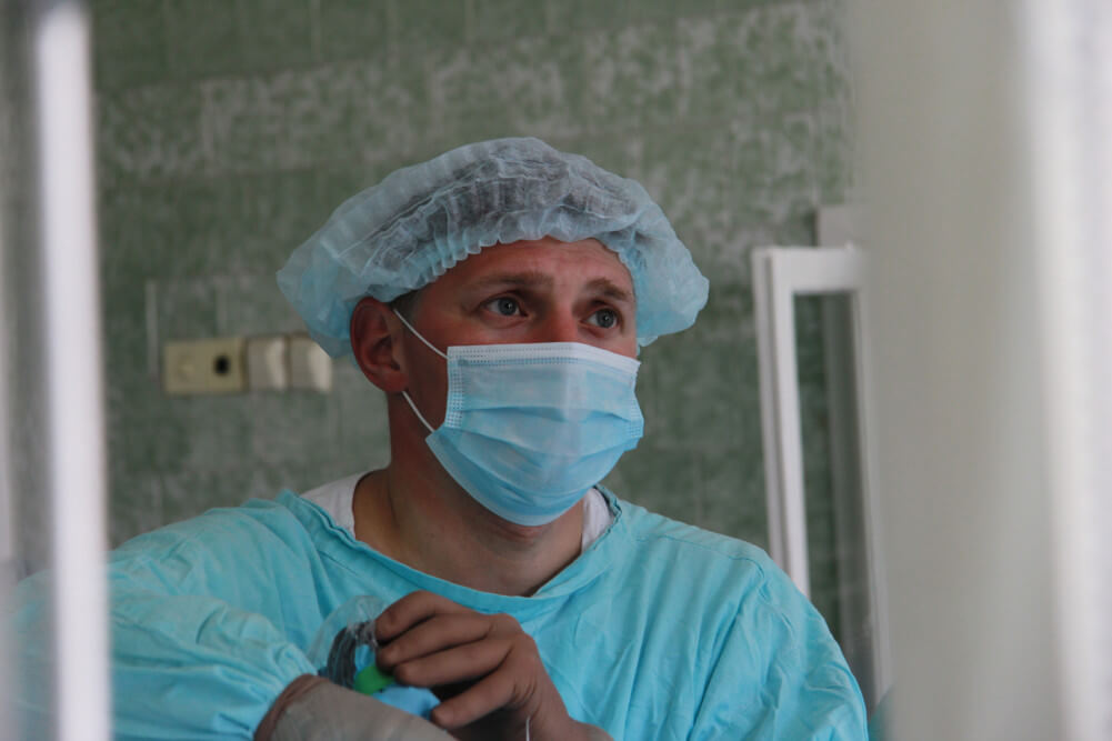 Красноярские нейрохирурги удалили кисту из мозга без трепанации