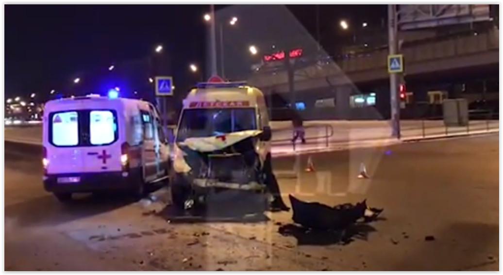 В Москве в ДТП с детской «скорой» пострадали двое