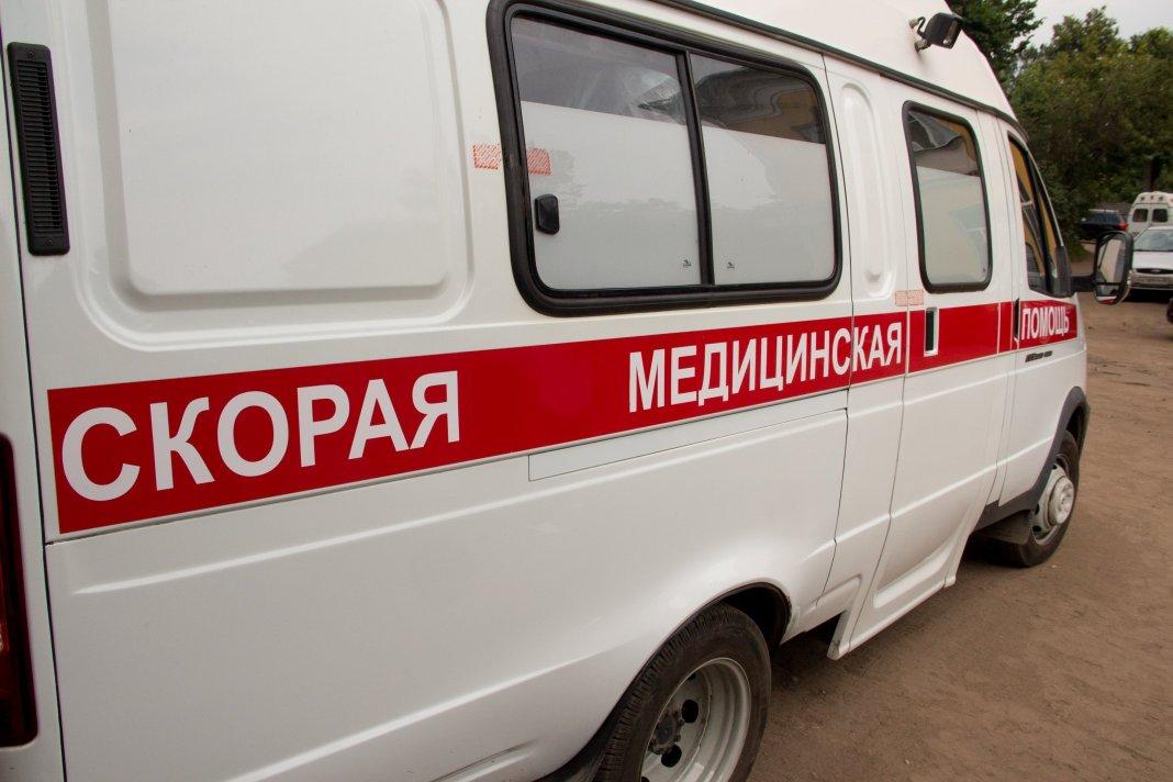 Петербуржец намеренно прищемил дверью ногу фельдшеру «скорой»