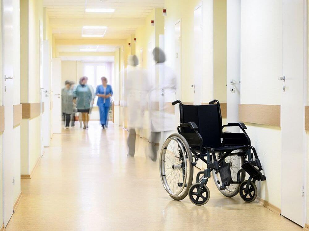 СМИ: В подмосковной больнице пациенты лечатся за свой счёт, а врачей увольняют без предупреждения