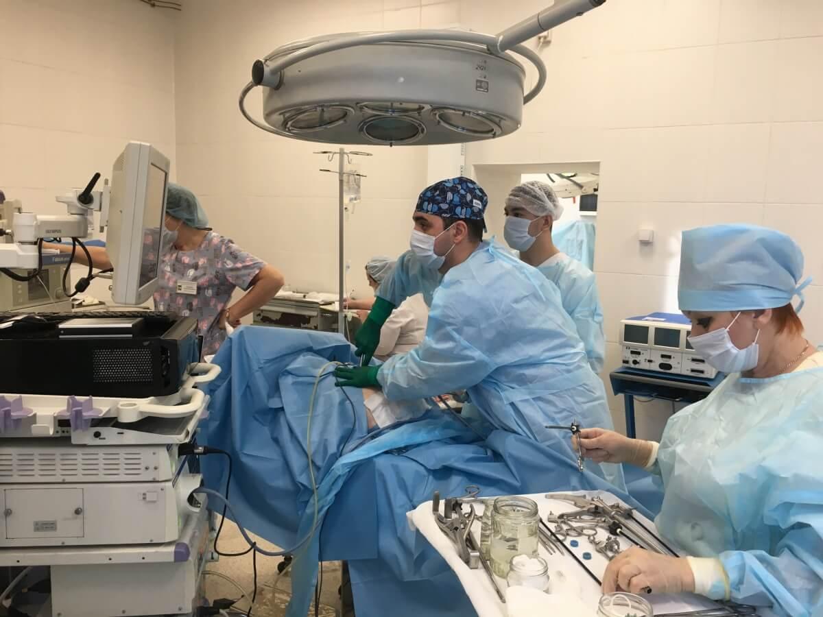 Новосибирские хирурги удалили трёхкилограммовую опухоль, которая росла у пациентки годами
