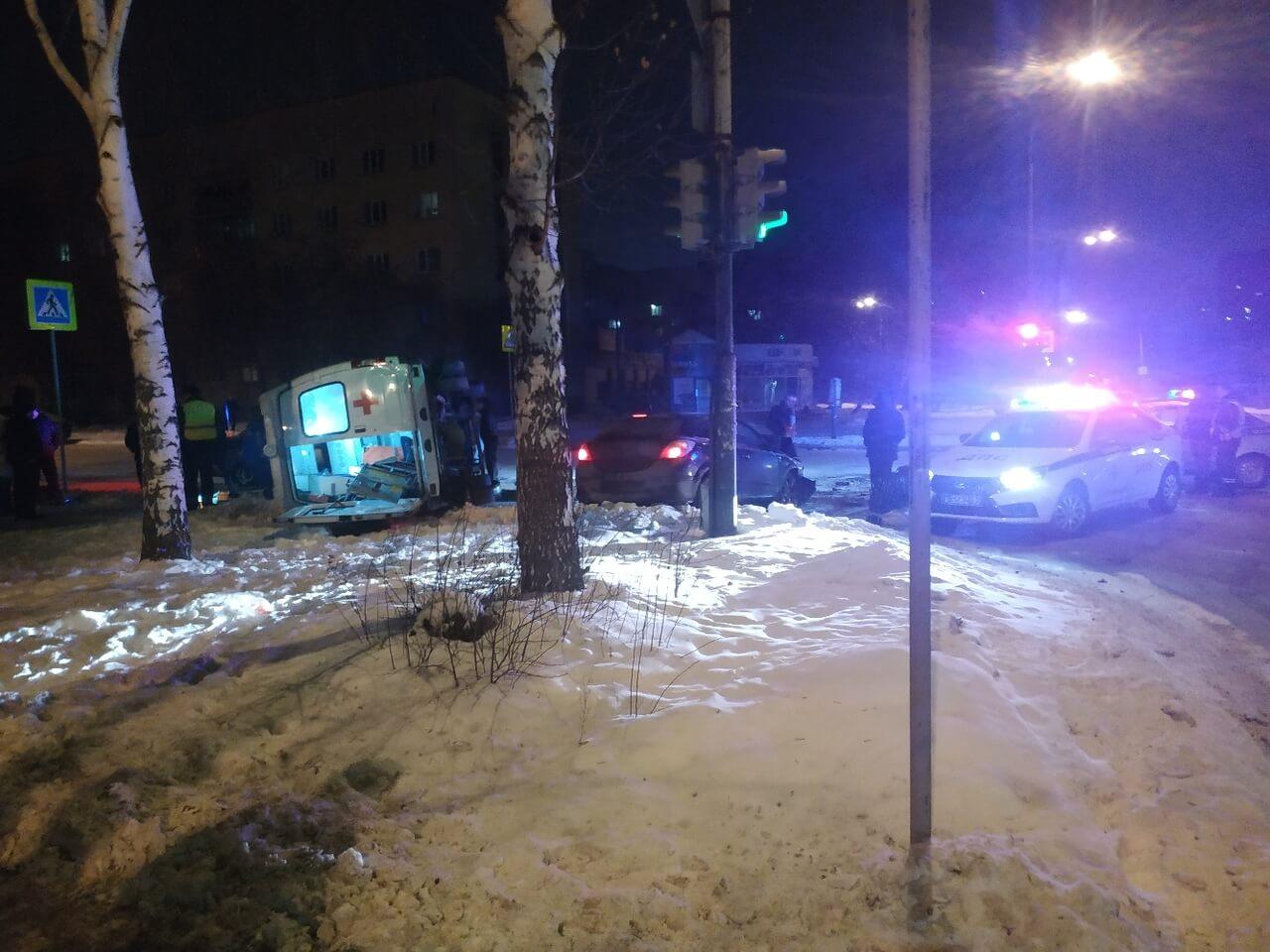 В Екатеринбурге на улице Надеждинской, 12а 5 января произошло ДТП с участием легкового автомобиля «Opel Astra» и скорой помощи. Об этом сообщили очевидцы в паблике «Типичный Екатеринбург» в соцсети Вконтакте.