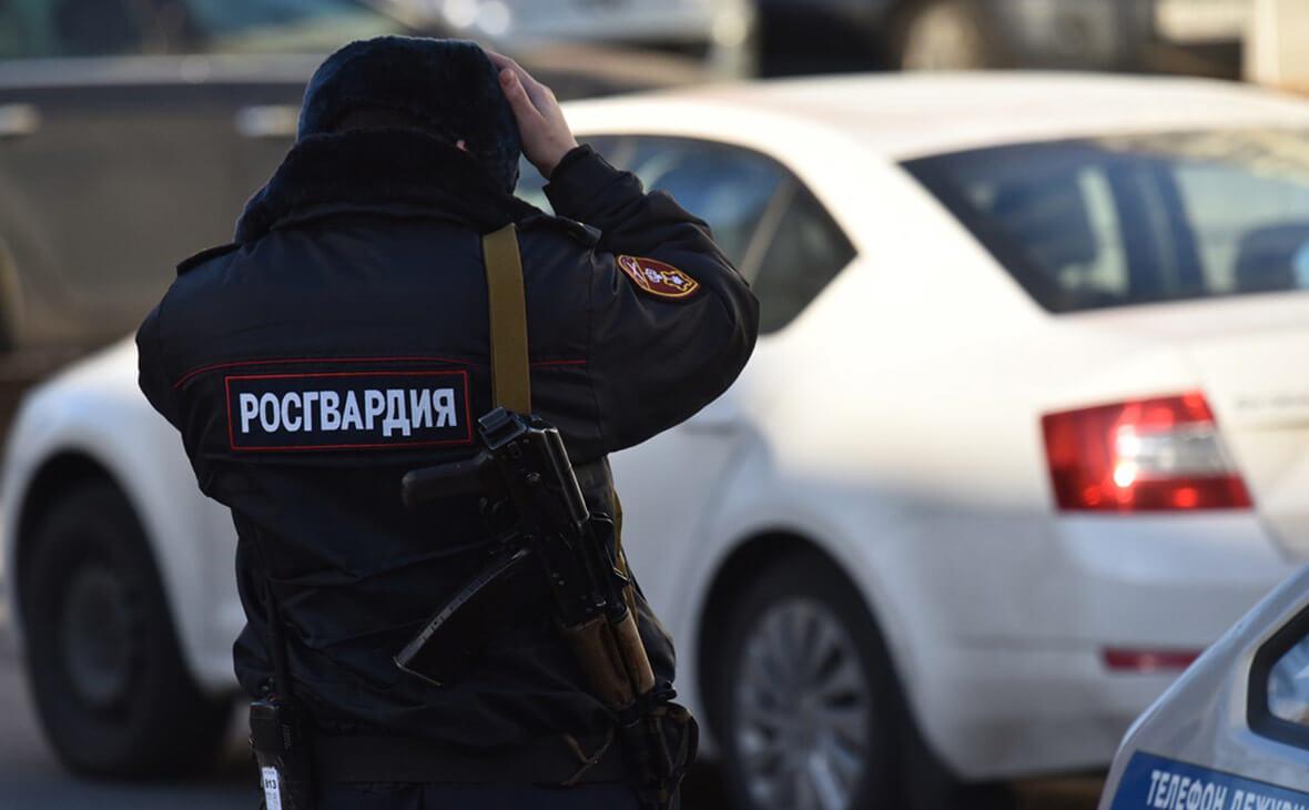 Архангельской «скорой» пришлось вызвать Росгварию для осмотра буйного пациента