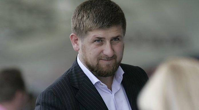 Кадыров поручил поднять зарплату медикам за счёт её снижения у чиновников