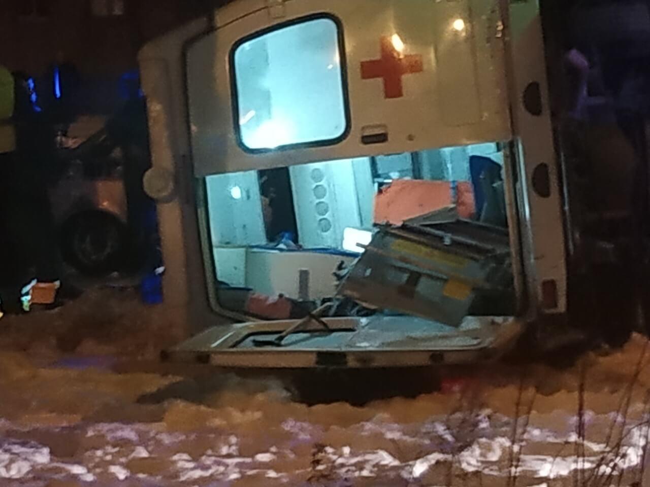 ДТП со «скорой» в Екатеринбурге: пятеро пострадали, водитель в реанимации