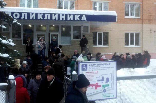 В городах России массово эвакуируют больницы из-за звонков о минировании