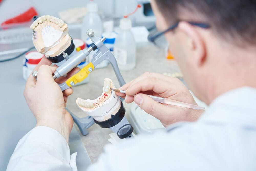 Благовещенский зубной техник готов объявить голодовку из-за зарплаты в 3-4 тысячи
