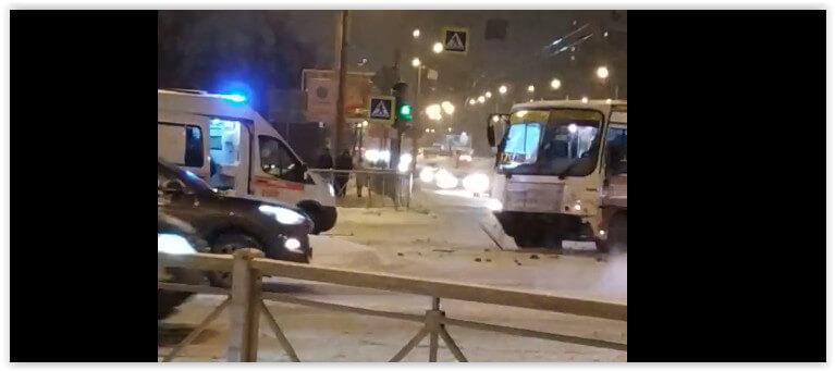 В Санкт-Петербурге маршрутка протаранила «скорую» без спецсигналов