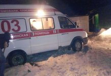 В Калуге медикам «скорой» пришлось пешком идти через сугробы к больному ребёнку