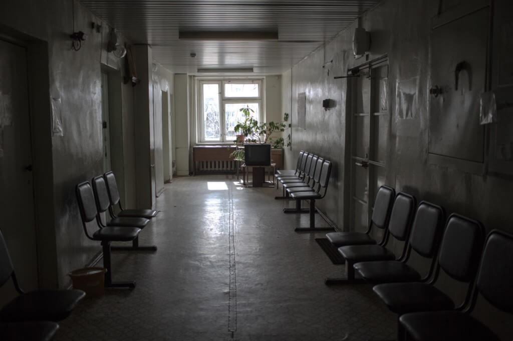 После угроз о взрыве больницы, курского чиновника арестовали, а его мать – осмотрели врачи
