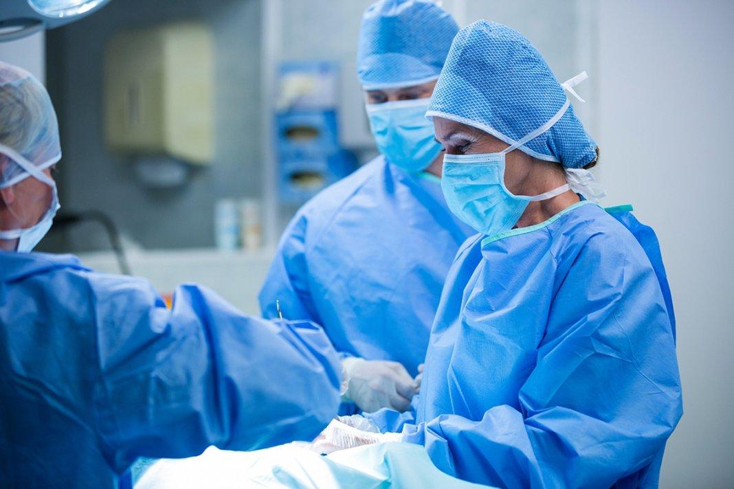 Свердловские нейрохирурги удалили подростку опухоль, занимавшую половину лица