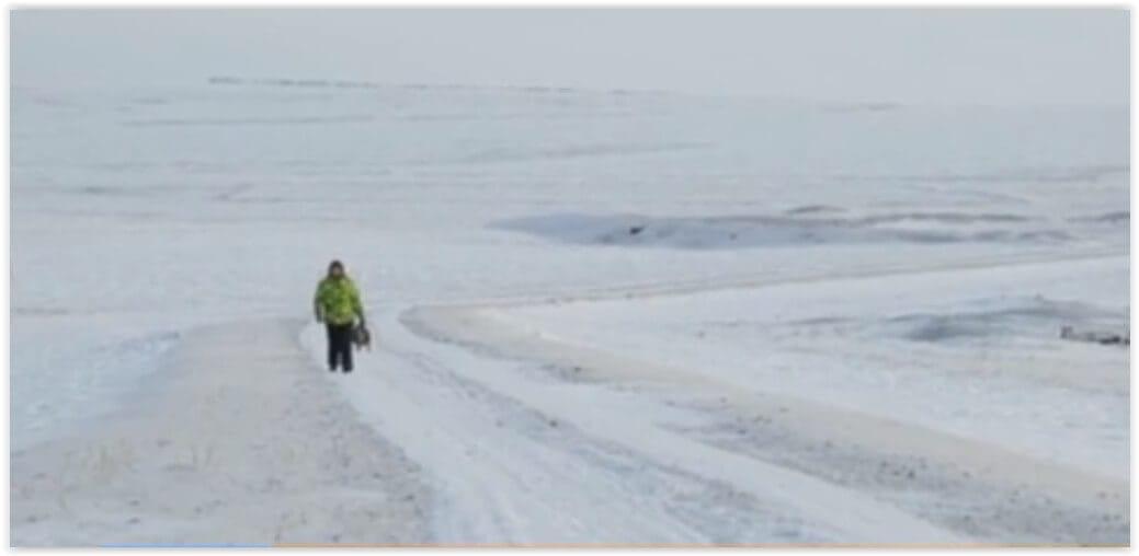 Фельдшер идёт пешком
