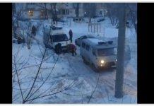 В Самаре реанимобиль застрял в снегу во дворе Телецентра