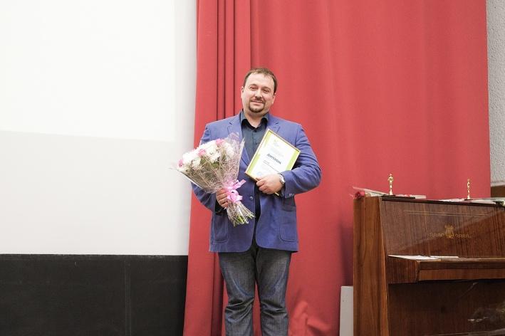 В Новосибирске в марте 2019 года 38-летний детский хирург-уролог Дмитрий Титов стал одним из победителей конкурса народного признания «Спасибо, доктор» уже посмертно. В июле 2018 года онумер от остановки сердца , передаёт НГС. За 15 лет стажа спас тысячи маленьких пациентов с серьёзными урологическими заболеваниями. В 2015 году он защитил кандидатскую диссертацию, побеждал в российских медицинских конкурсах, был автором 59 научных публикаций и трёх патентов на изобретения — а также готовился к защите докторской.