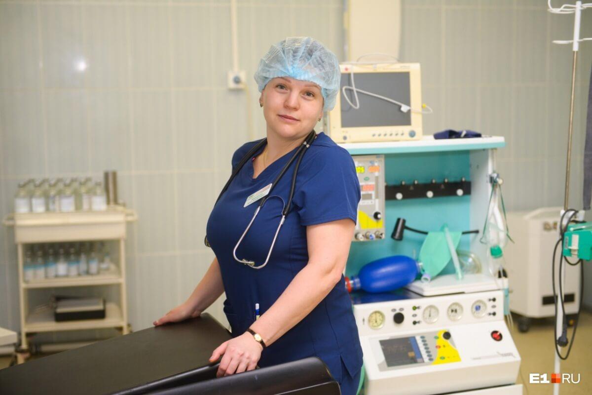Екатеринбургские женщины-врачи рассказали e1.ru о своей работе. Отпуск приходится делить: две недели с семьёй, а остальное — симпозиумы и конференции по хирургии