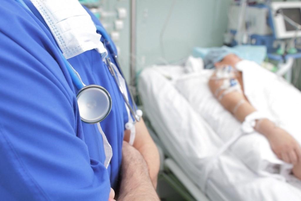 «Бесконечная череда подписей, согласий, ознакомлений мешает лечению и портит отношения врача и пациента»