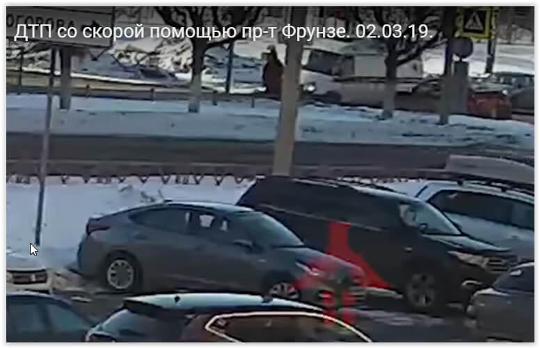 В Ярославле иномарка опрокинула «скорую» и скрылась с места ДТП