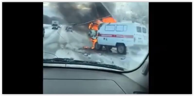 В Башкирии после ДТП загорелась машина «скорой»