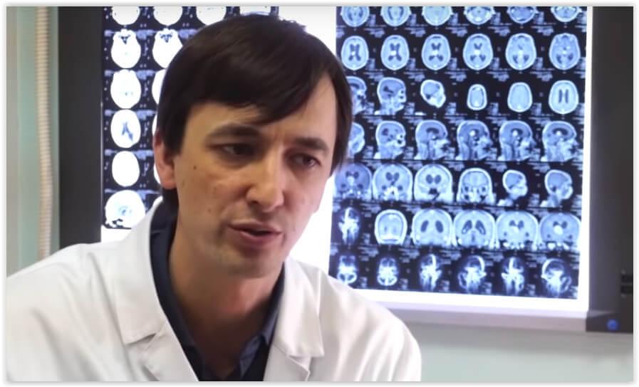 Нейрохирург: При первой возможности врачей легко бы сжигали