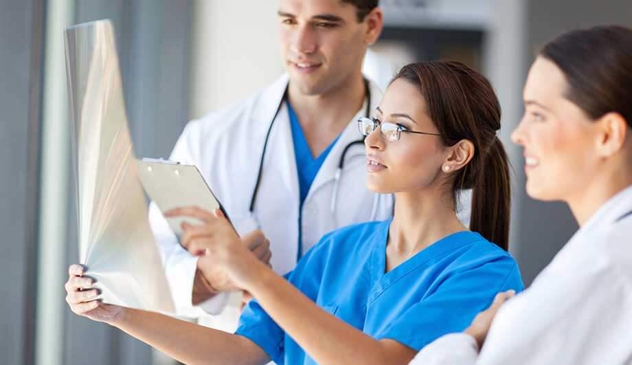 Поддержка врачей-супругов, жилье и «добрые коллеги»: в Курганскую область зазывают врачей
