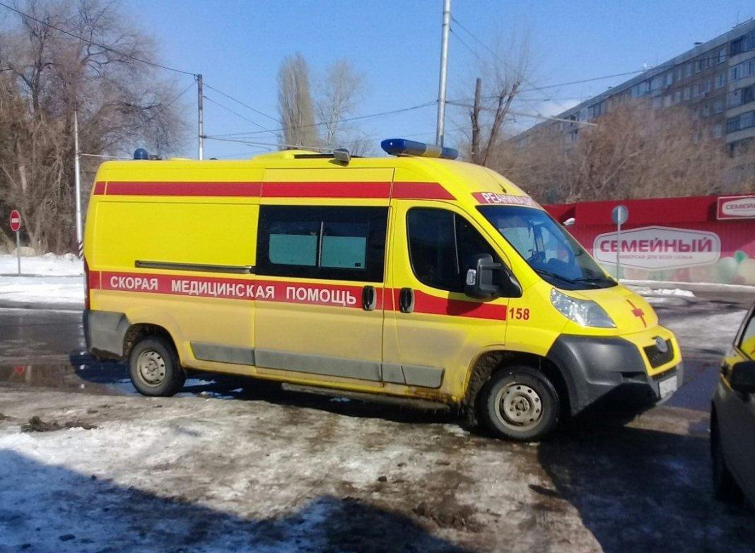В Тобольске мужчина избил фельдшера и пытался задушить медсестру
