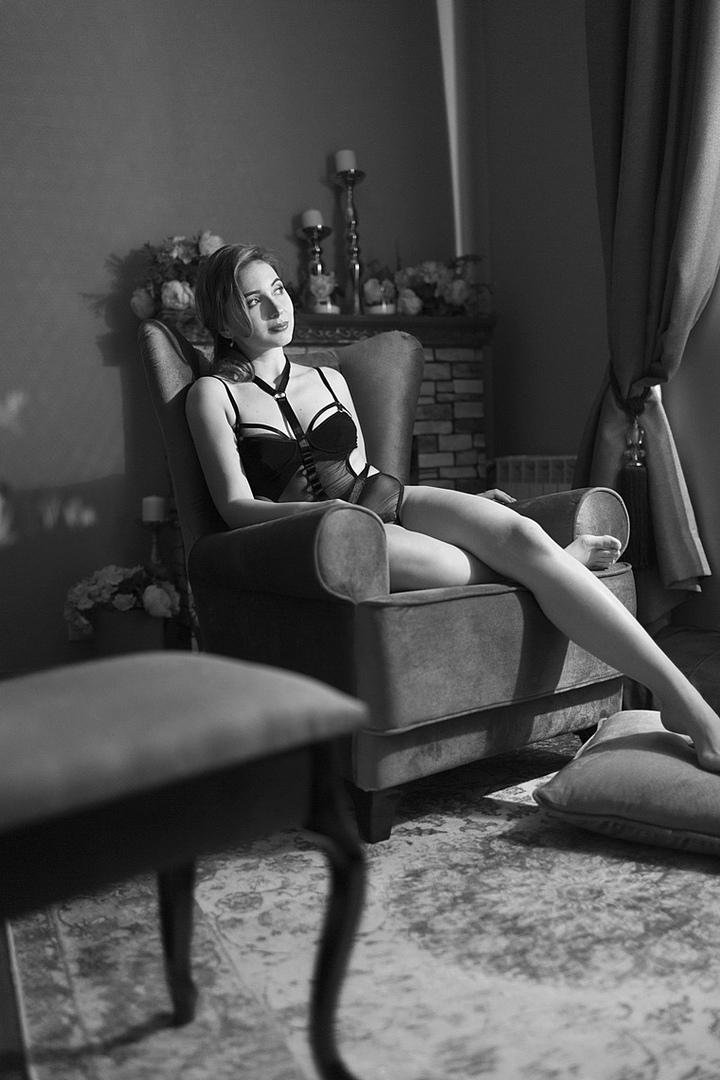 В российских СМИ распространяется информация об эротической фотосессии педиатра из города Кинешма (Ивановская область) Анастасии Орловой, которая вызвала бурные обсуждения в социальных сетях.