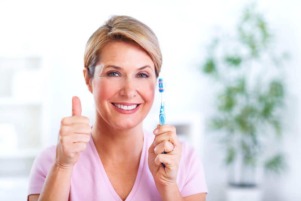 Потеря жевательных зубов — это не столько эстетическая проблема, сколько серьезная проблема для здоровья. Из-за невозможности тщательно пережевывать пищу возникают проблемы с пищеварением, а изменение прикуса не только меняет черты лица, но и может вызывать головные боли. Восстановить поврежденный зуб поможет металлокерамическая коронка на импланте, рассказали специалисты Esthetic Classic Dent, клиники имплантологии и эстетической стоматологии Доктора Шматова.
