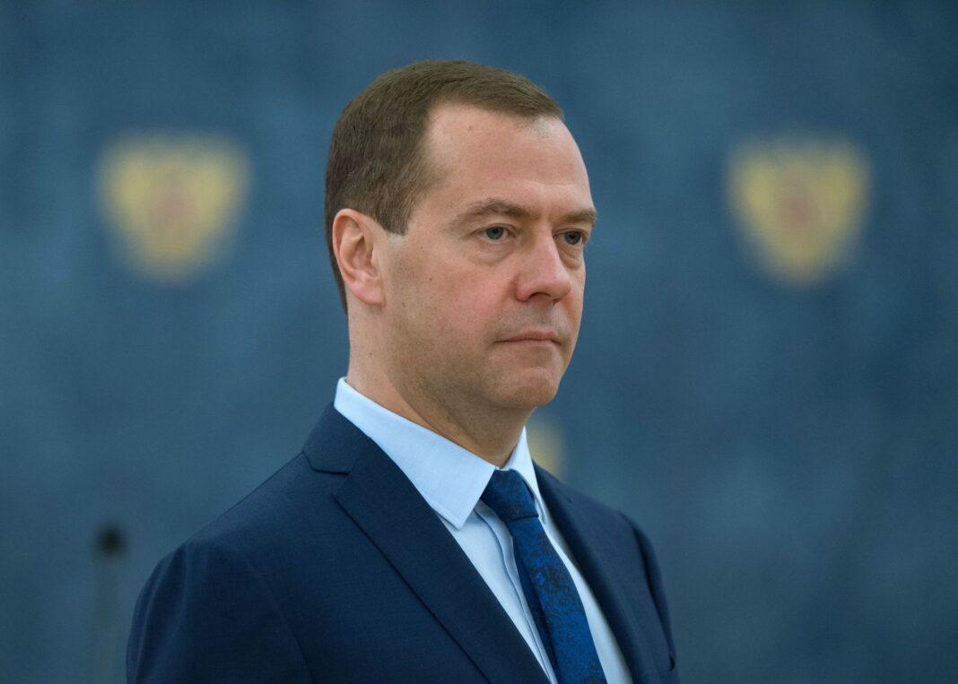 Медведев поручил доплачивать медработникам за выявленный при диспансеризации рак