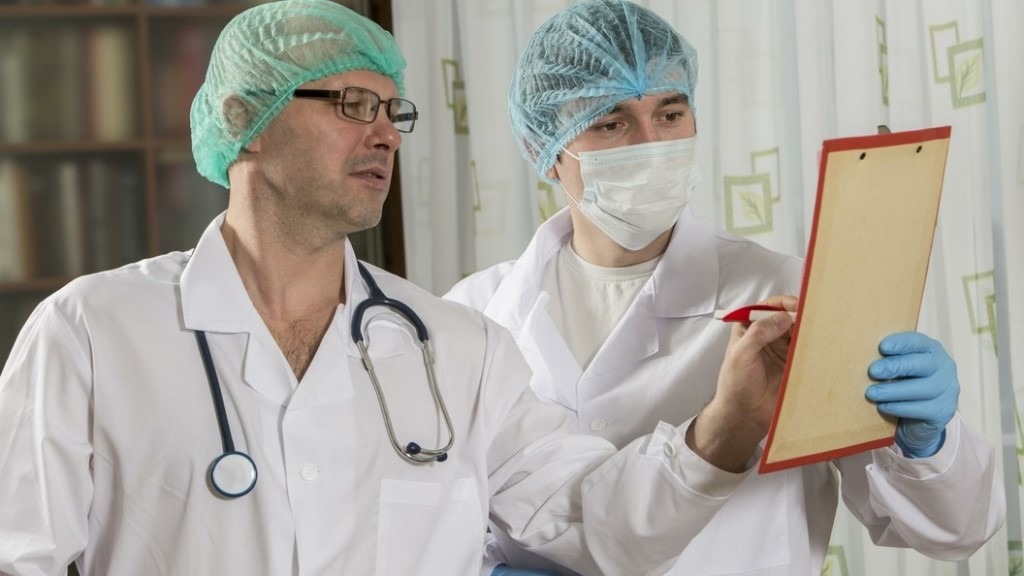 «На Сахалине не хватает 500 врачей: дефицит хотят устранить за три года»